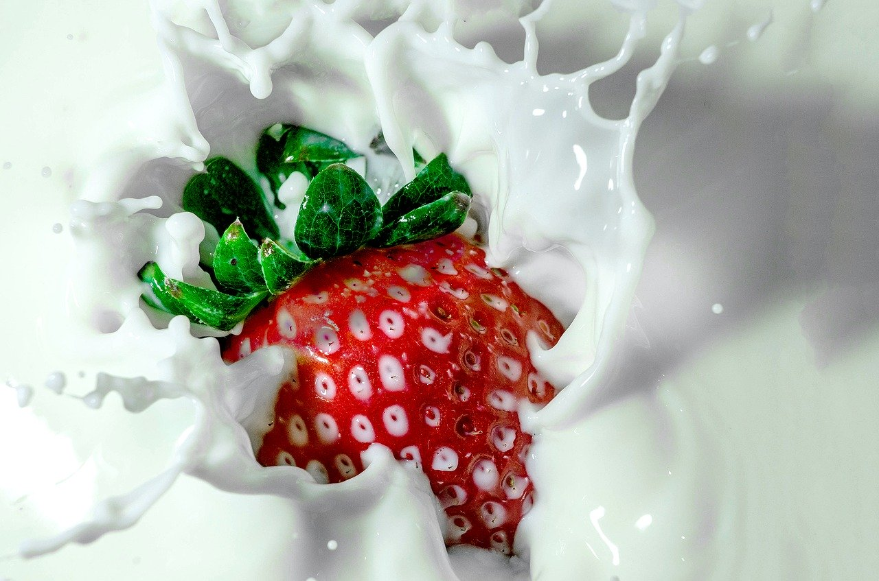 Jahoda v jogurtu